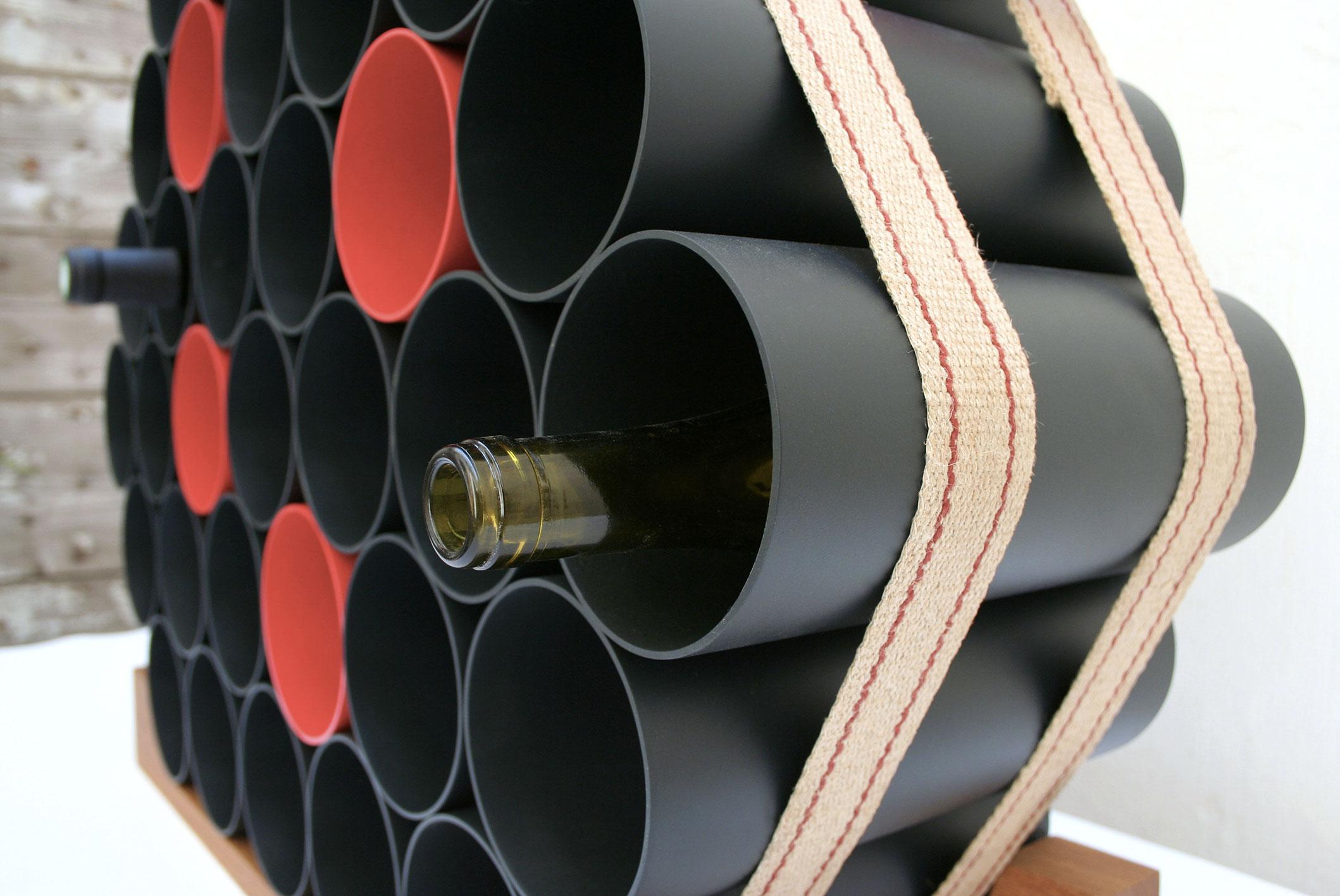 Garrafeiro para vinho com tubos de PVC e base de madeira – Matéria  #9B3930 2118x1417
