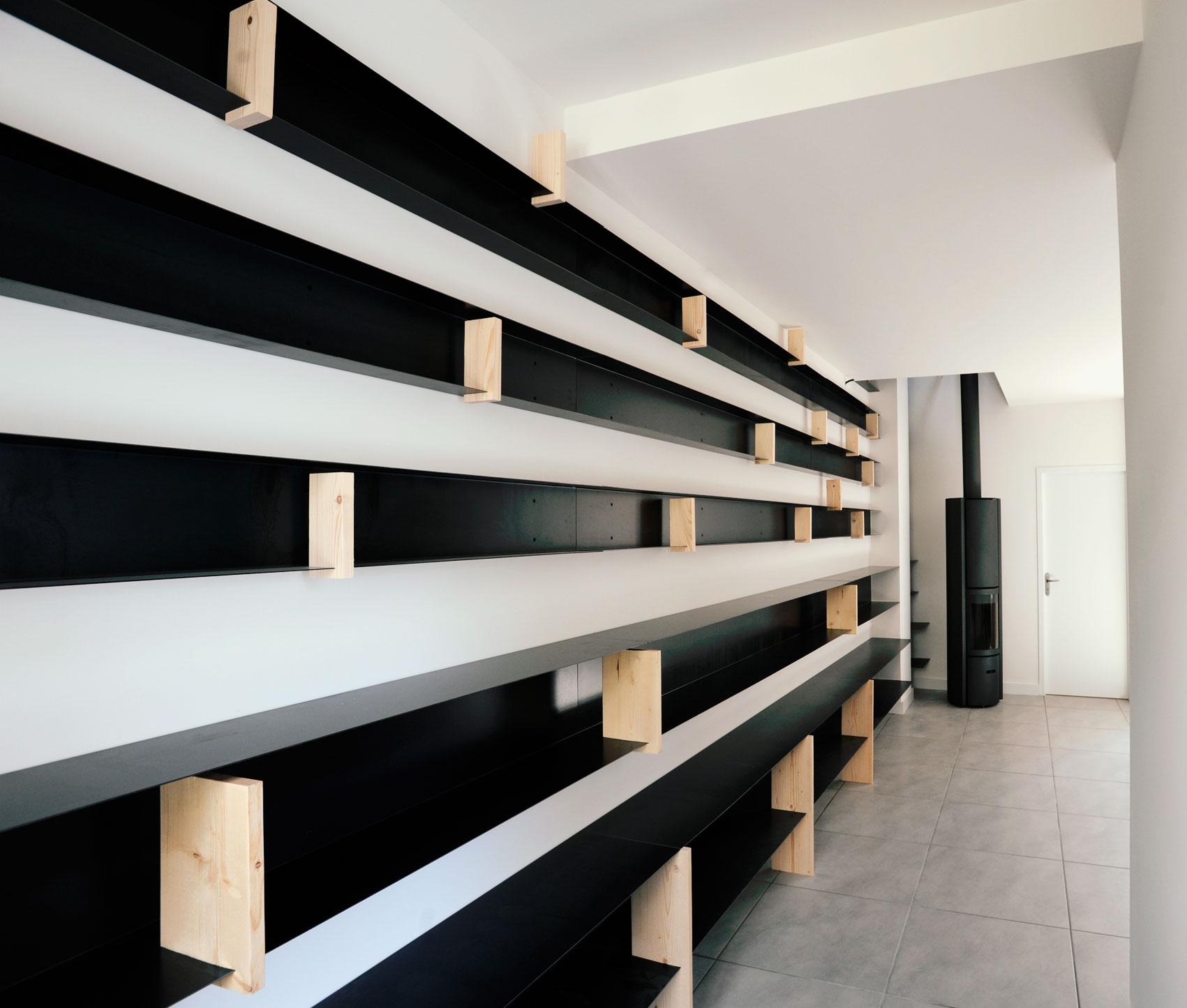 cinq milles livres aie. Black Bedroom Furniture Sets. Home Design Ideas